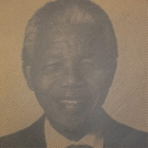 Prachtige foto van Nelson Mandela in hout gefreesd