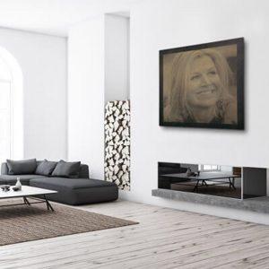 Prachtige foto van Koningin Maxima in hout gefreesd